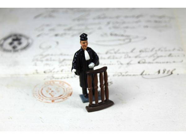 Figurine avocat avec toque